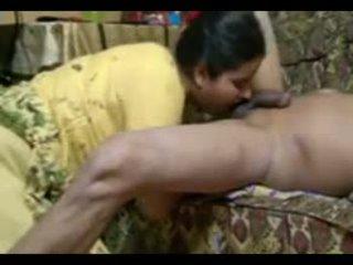 Todellinen intialainen pari naida intensely at koti kanssa kumulat laukaus