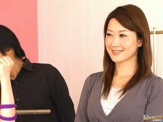 Japans av model pees