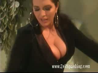 Spanked 的lesbo 金發女郎 puss