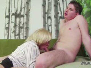 18yr ישן גרמני נער לפתות step-mom masturbation ו - זיון