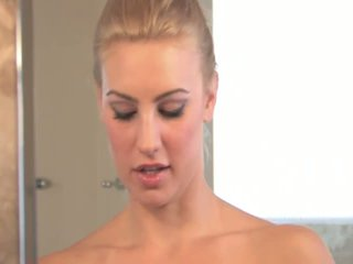 Anne angelic krūtainas blondīne getting kails un aptaustīšana vāvere