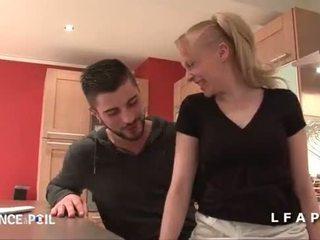 Jolie puma francaise sodomisee par un jeune technicien dans la cuisine