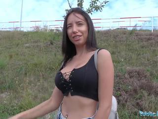 Masyarakat agent seksi turis gets multiple orgasms di mobil