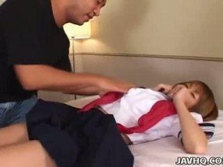 Timide et mignonne japonais écolière baisée à maison