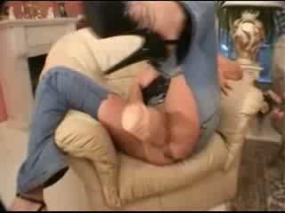 Stor dildo ripped jeans og kjempebra creampie video