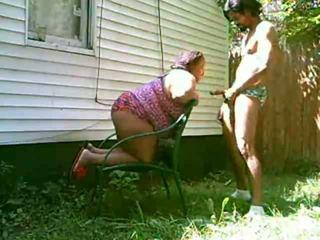 बड़ा मां चूसना डिक outdoors