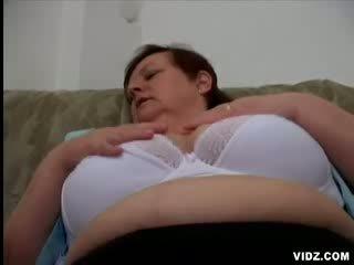 Slutty granny gets banged raske poolt nukk täkk