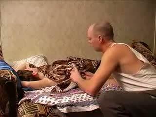 Läkkäämpi äiti ja isä sexing (amateur milf )