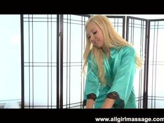 Aaliyah ljubezen lezbijke masaža