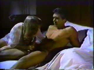 Lusty чоловік трахкав гаряча tart в той час як його дружина was сплячий!