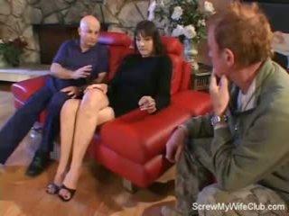 Feleség screwed tovább egy piros kanapé
