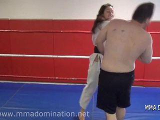 Zmiešaný fight- headscissor beatdowns šliapanie humillation