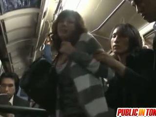 Yuma rondborstig sucks shlongs in bus