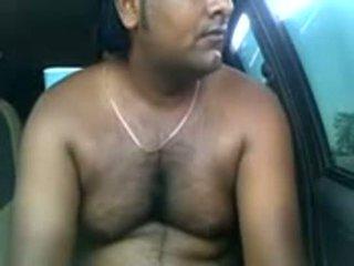 Ερασιτεχνικό ινδικό ζευγάρι γαμήσι μέσα parked αμάξι
