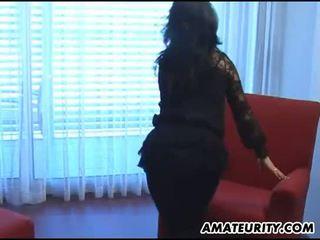 Amateur lesbisch girlfriends toying met een strapon