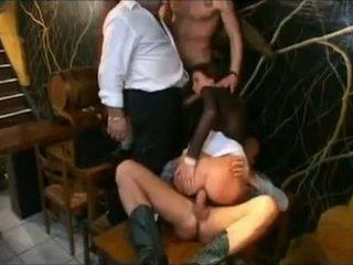 Serveerster geneukt in de bar