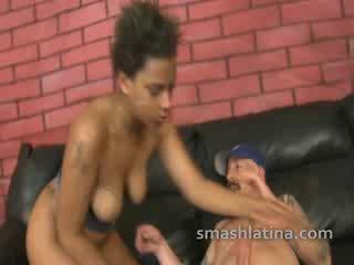 Choked chica shown no mercy durante muy duro interracial throat joder
