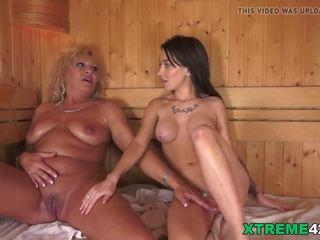 Lesbiete brīži uz the sauna, bezmaksas grandpas jāšanās tīņi hd porno