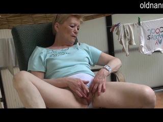 Oud oma masturbation met groot zwart lul video-