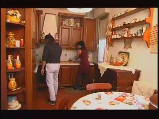 Италиански housewive прецака от hubby и баща