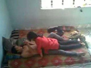 Bangladeshi طبي طالب مع bf في mess (leaked)