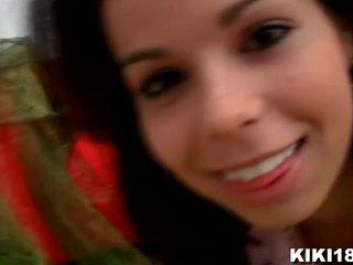 Kiki18 invites usted a su dormitorio a revelar usted su poco secreto