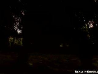 ベイブ 法的 年齢 teenager ava rose engulfing 上の 彼女の 大きい ハード ハロウィン コック 扱う