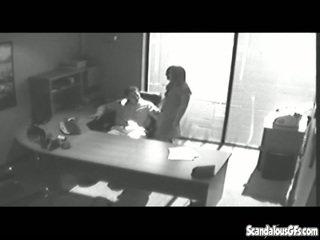 משרד tryst gets נתפס ב cctv ו - leaked