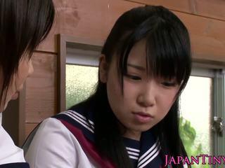 Klein cfnm japans schoolmeisje liefde sharing lul