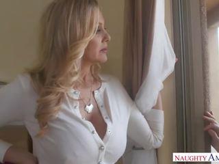 Pārsteidzošās solis māte julia ann loves sekss spēles