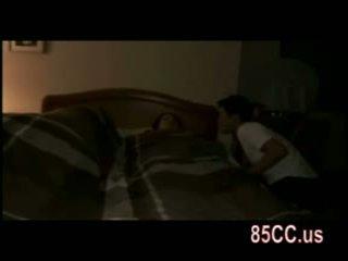 Istri kacau oleh husbands teman di itu tempat tidur 01