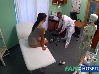 Fakehospital डर्टी मिल्फ सेक्स addict gets गड़बड़ द्वारा the डॉक्टर