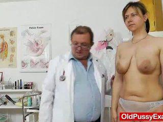 gaping, lielas krūtis, sīka auguma