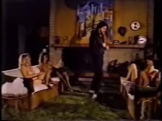 Phụ nữ dynamite - 1983