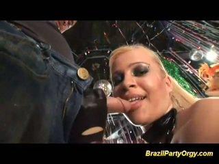 ברזילאי אנאלי samba מסיבה אורגיה