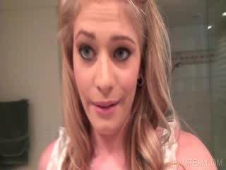 Blond working quim în baie