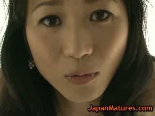 Aasia küpsemad natsumi kitahara riidest lahtivõtmine