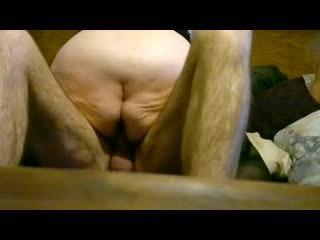Дебели бабичка езда на млад чеп
