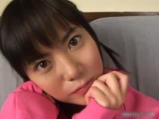 Søt asiatisk babe onanering video
