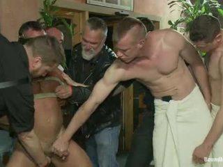 Muscle mate gangbanged en değiştirme odası eros seks değiştirme odası