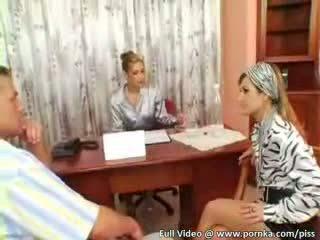 بيتزا صبي delivers loads من piss onto two حرير و صقيل wearing eurobabes