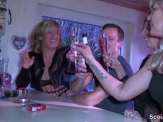Drei geile milfs schleppen jungspund auf party ab: porno 02