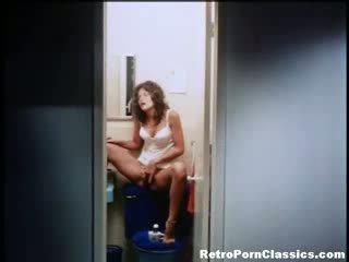 Linda lovelace shaves poesje