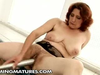 Cumming mature: Ildi