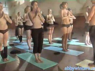 裸 yoga