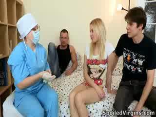 Losing henne virginity er an utrolig begivenhet og natali wants til gjøre den mest av det.