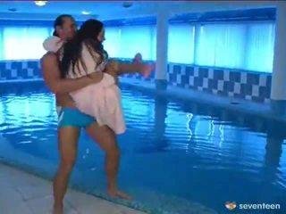 Γαμήσι με ο πισίνα