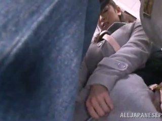 الآسيوية sweetie has raped في ال جمهور حافلة