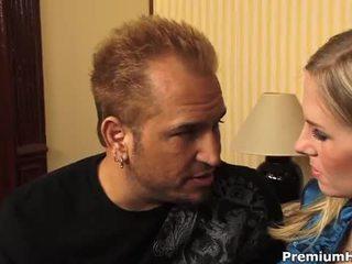 Berpayu dara besar si rambut perang aimee addison gets yang tegar seks / persetubuhan