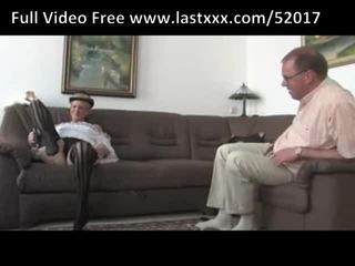 Alemão vovó gets um libra em o sofás